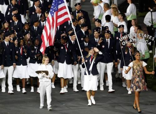 Flag bearer Mariel Zagunis leading in the USA athletes