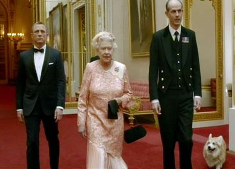 Queen Elizabeth and Daniel Craig in the James Bond spoof