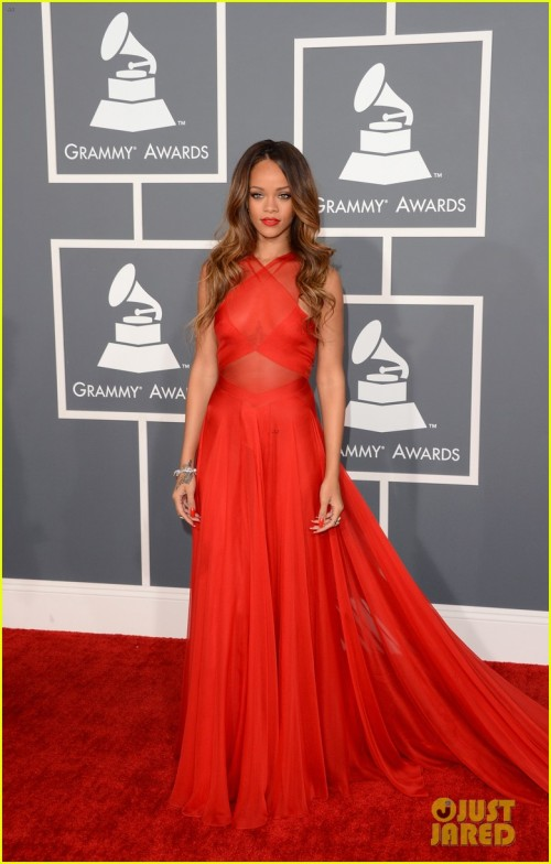 rihanna-grammys-2013-red-carpet-01